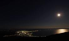 「アゲハチョウ(むつ市の夜景)とスーパームーン」写真