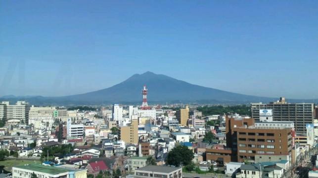 弘前パークホテルから見た夏の岩木山