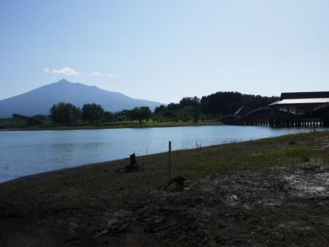 富士見湖から見た岩木山