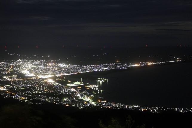 夜のアゲハチョウ〜釜臥山展望台〜