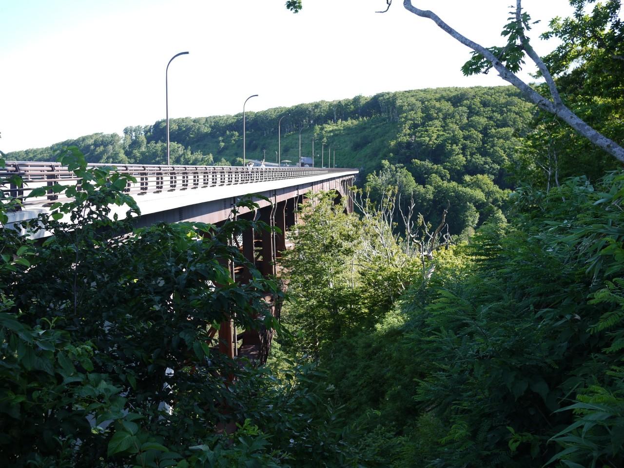 青森 風景 夏 津軽 南部 394号線 アーチ橋 絶景 山