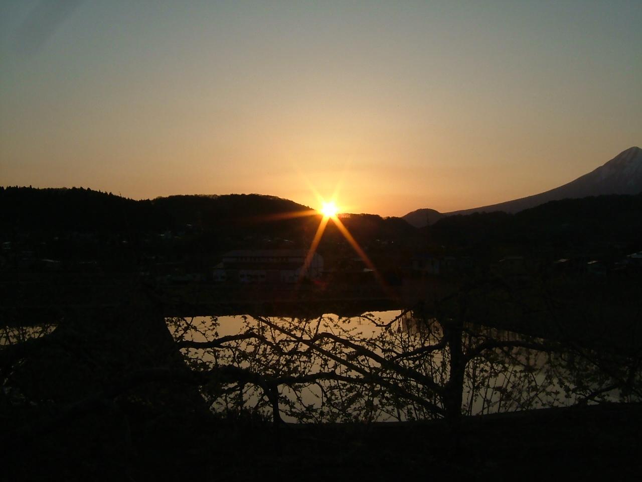 青森 風景 秋 津軽 岩木山 夕陽 ダイヤモンド