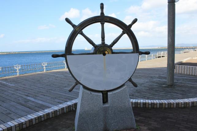 画像:舵のオブジェ
