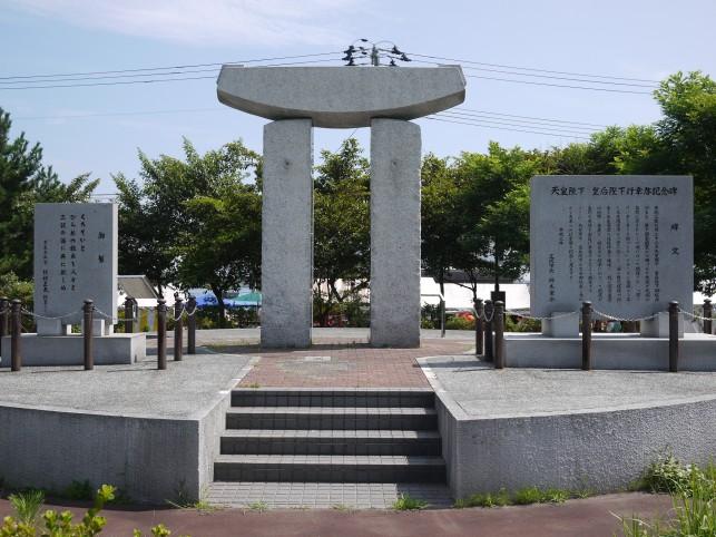 三沢漁港・「海の門」