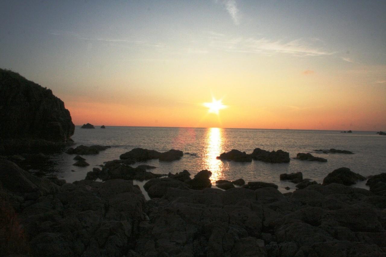 青森 風景 夏 津軽 深浦町 行合崎 夕方 海岸 空 夕陽