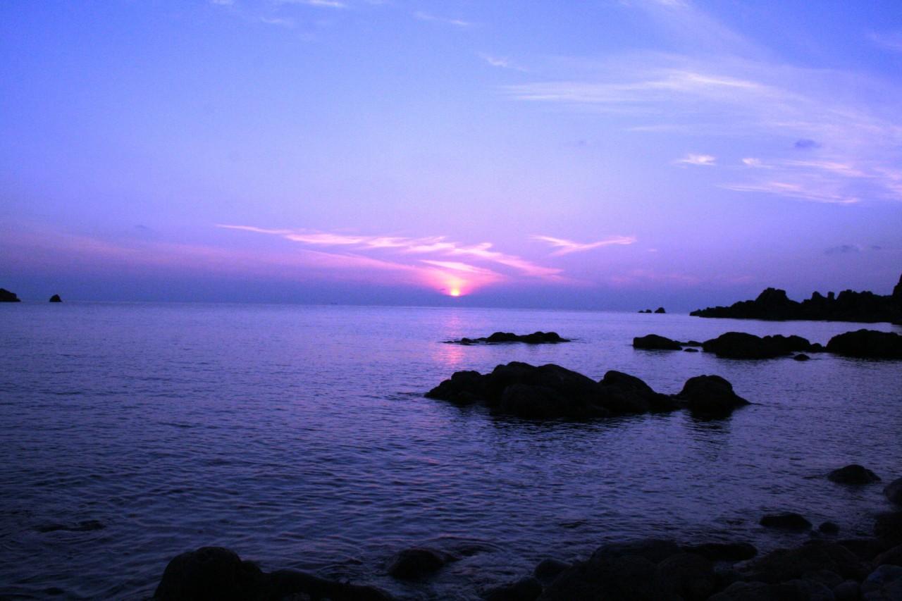 青森 風景 夏 津軽 深浦町 行合崎 夕方 海 空 紫 青ピンク