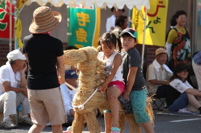 藁製の馬です。