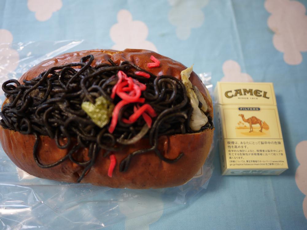 画像:黒焼きそばパン2