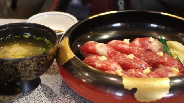 画像:霜降り馬刺し寿司2