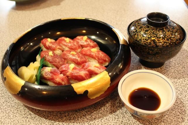 馬刺し寿司1