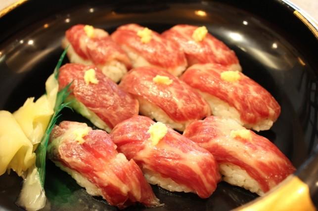 馬刺し寿司2