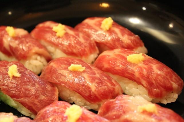 馬刺し寿司4