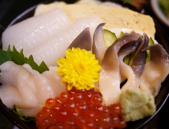 三沢市「すし処 魚らく」三沢ちらし丼