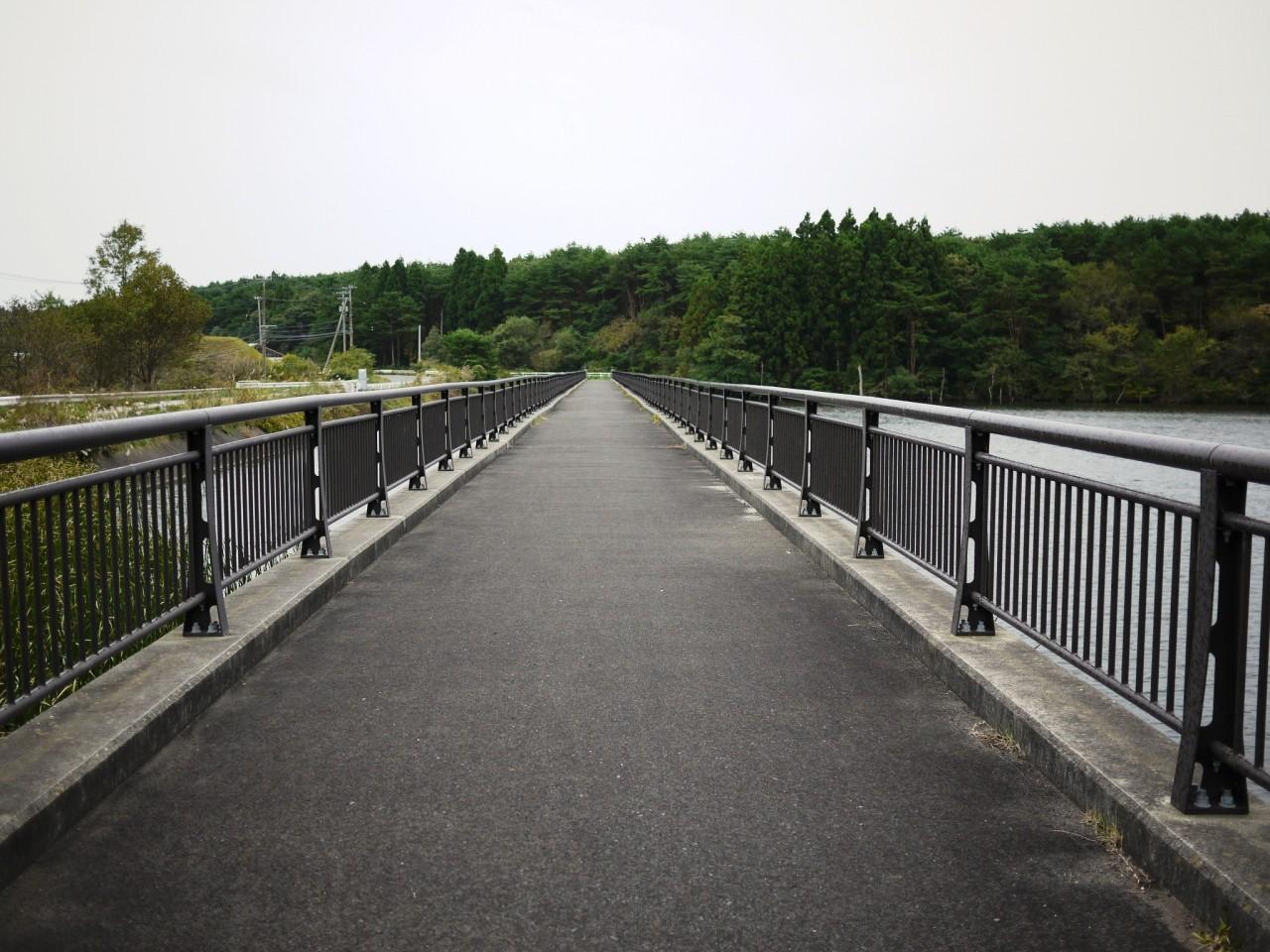 青森 風景 冬 上北 三沢市 五川目堤 釣りスポット 湖 橋