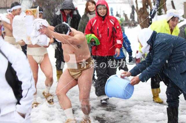 五所川原市飯詰稲荷神社裸参り