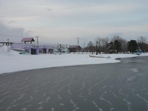 青森 三八 三沢市 風景 冬 昼 シャーベット 氷 小川原湖 暖冬