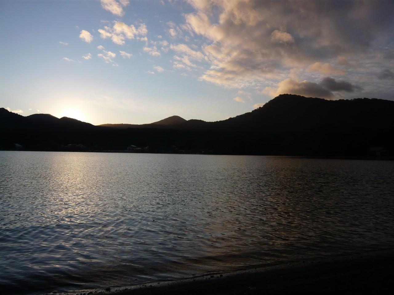 青森 十和田市 上北 秋 十和田湖 日の出 朝日 自然 早朝 風景