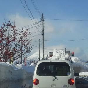 タイミング悪く岩木山だかわかりません...。 城北方面で通勤途中の車から撮影。(弘前市城北)