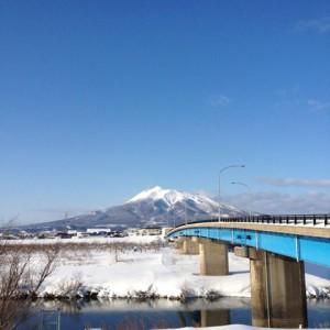 岩木川と幡龍橋と岩木山。(板柳町)