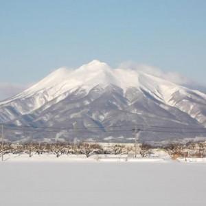 今朝の津賀野からの岩木山。美しい。(弘前市津賀野)