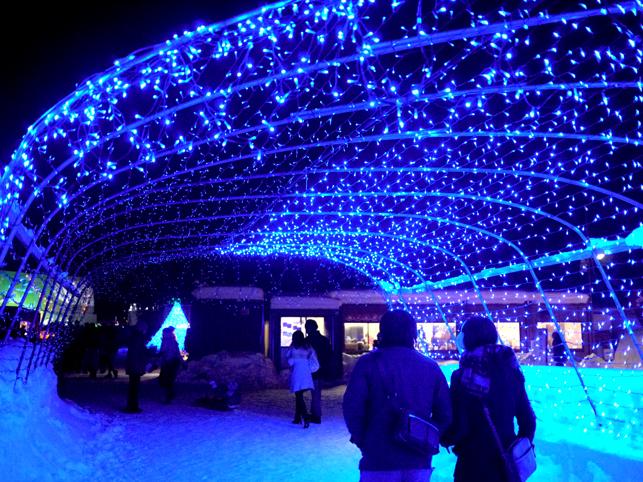青い光のトンネル