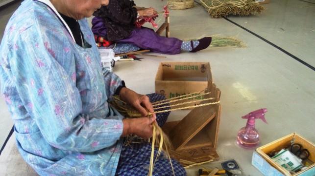 伝統のわら工芸品