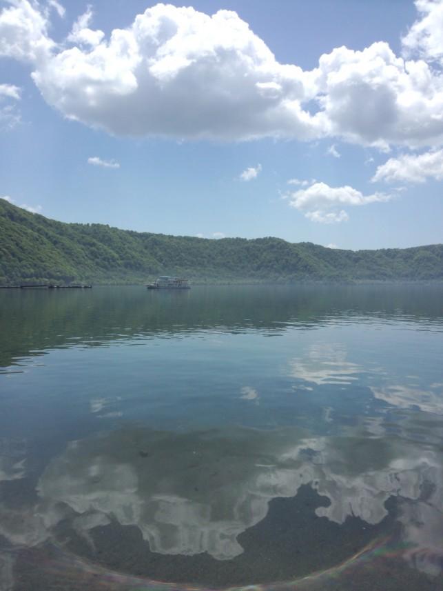 湖に浮かぶ雲 十和田湖