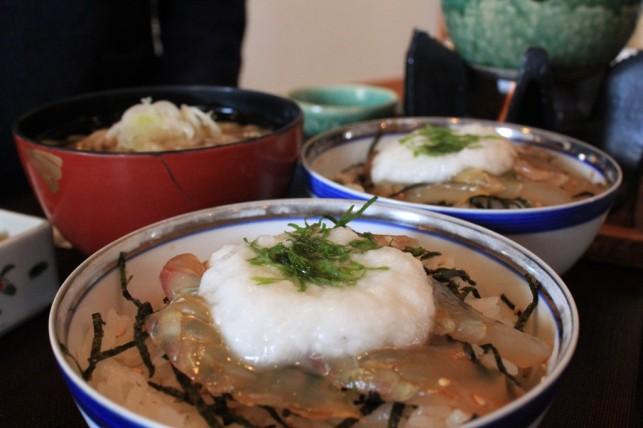 鰺ヶ沢名物 ヒラメのヅケ丼
