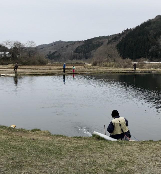 怪魚を釣る!!新郷村のウキウキランド【青森の外遊び】